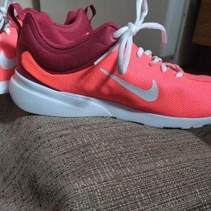 Nike Shoes - Nike Women's Tennis Shoes Size 11